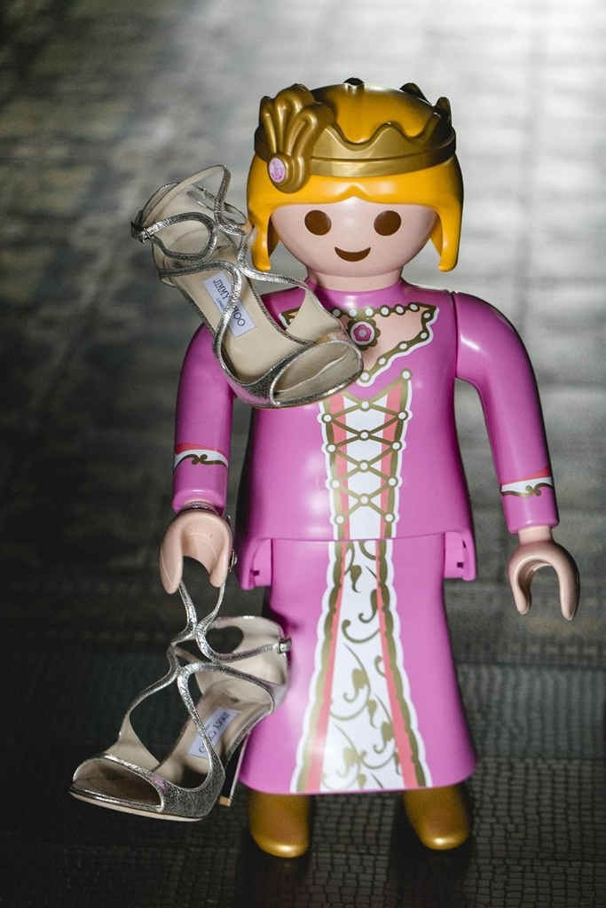 Playmobil Frau mit Jimmy Choo Schuhen in der Hand