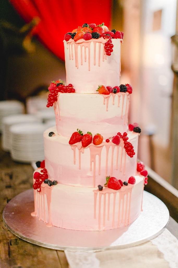 Drip Cake Hochzeitstorte mit Beeren