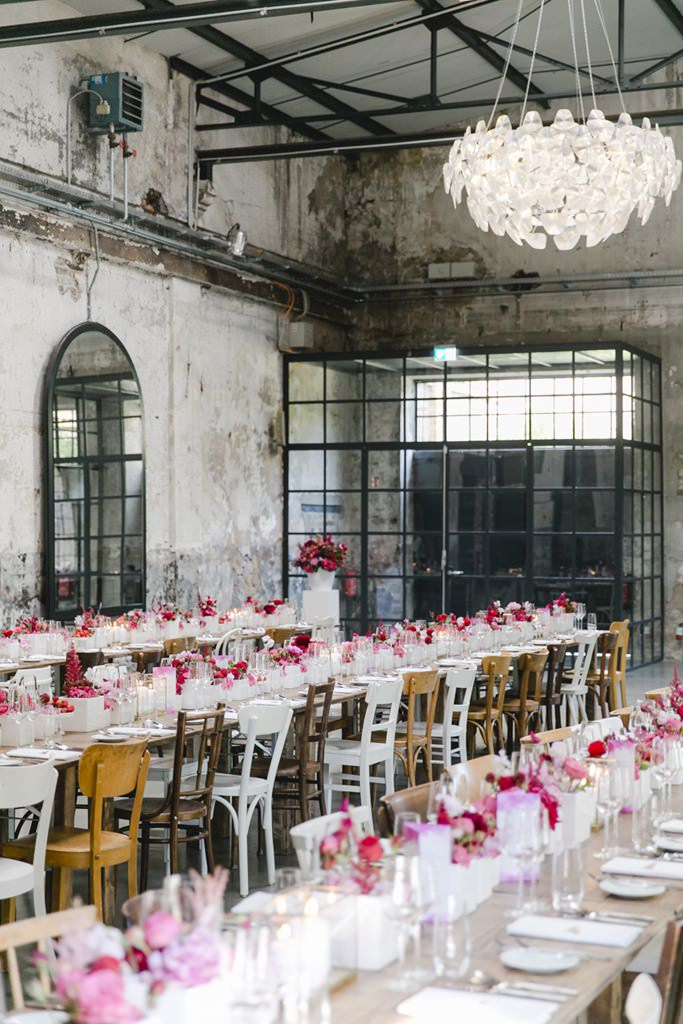 dekorierte Tische einer Hochzeit im Harbour Club in Köln