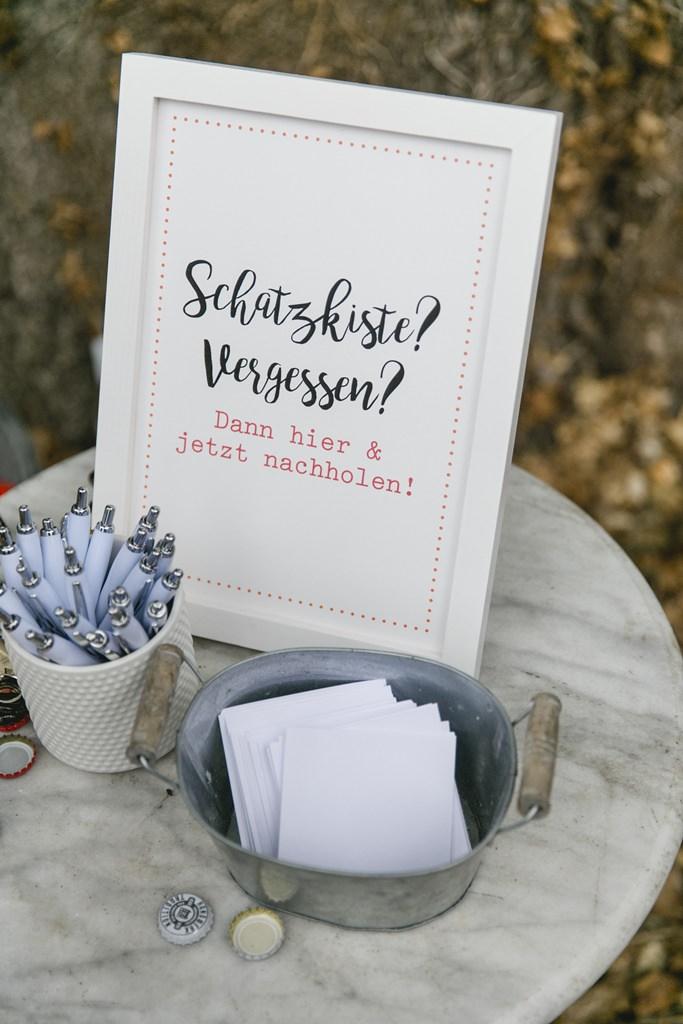 Hochzeitsfoto einer lustigen Idee für die Hochzeitsgäste