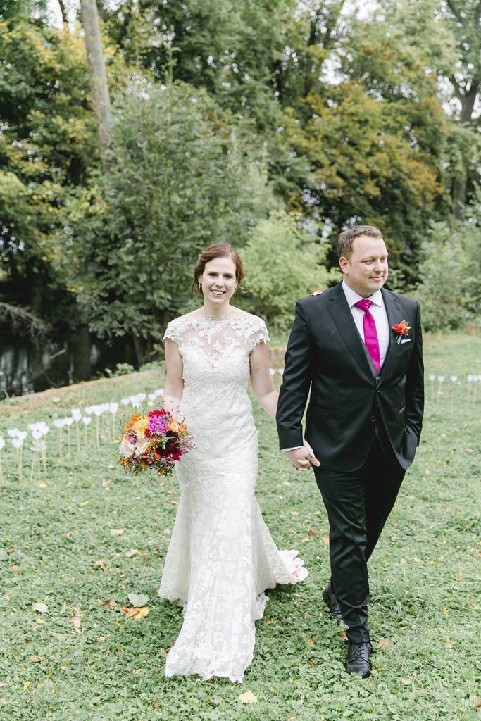 Hochzeitsfoto vom Brautpaar nach der Trauung