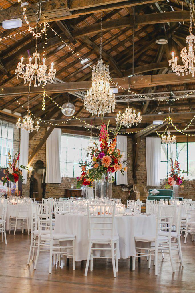 Hochzeitsfoto der dekoriertenHochzeitslocation Wasserburg Geretzhoven