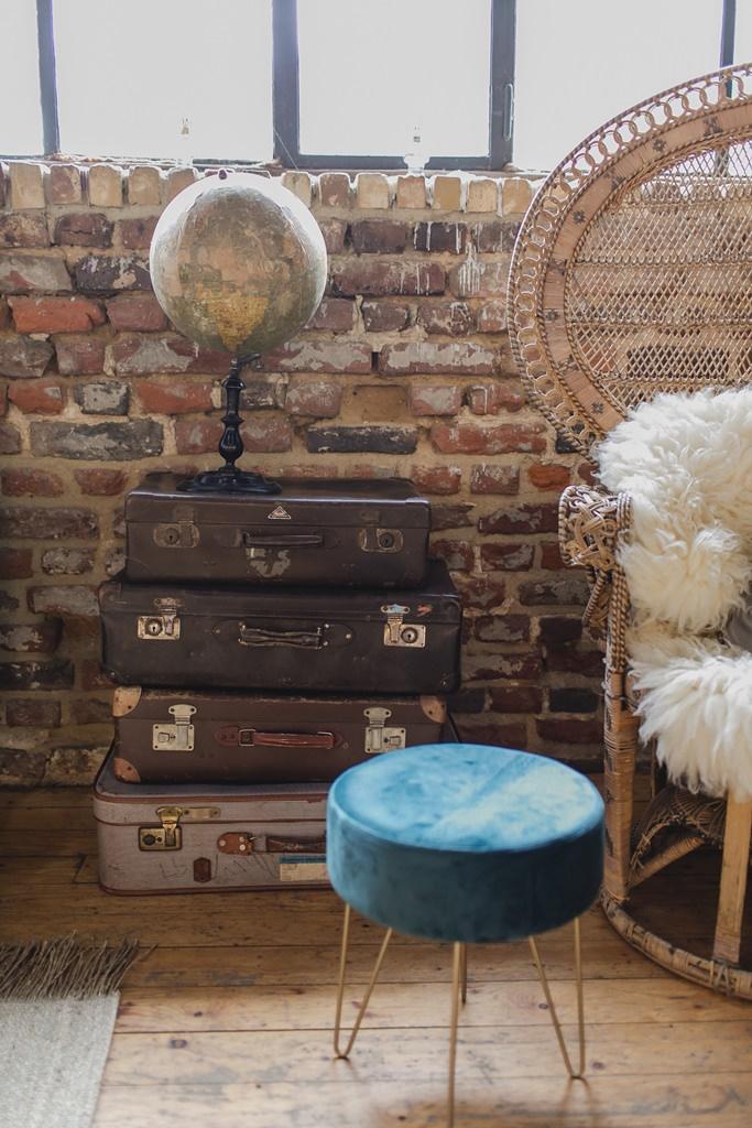 Hochzeitsfoto von alten Vintage Koffern als Hochzeitsdeko