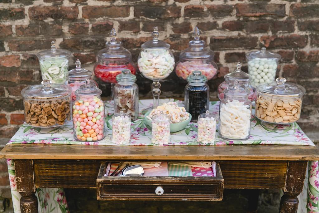 Hochzeitsfoto einer Candy Bar im Vintage Stil