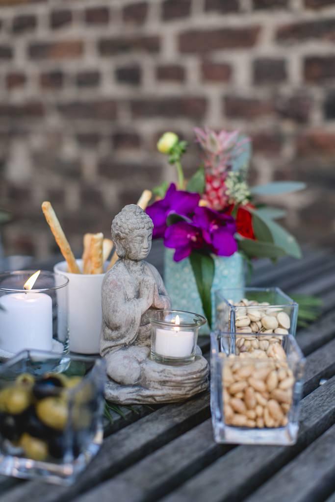 Hochzeitsfoto von einem Tisch mit kleinen Snacks