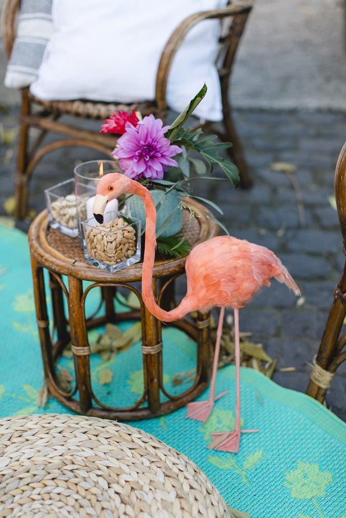 Hochzeitsfoto der Flamingodeko in der Lounge Ecke