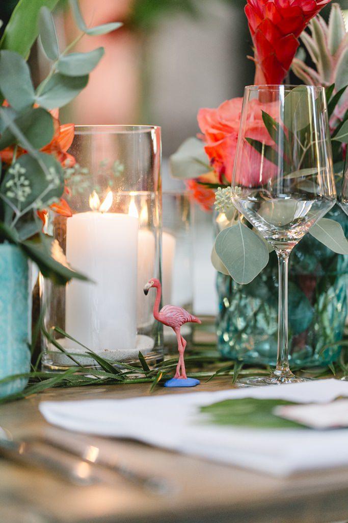 Hochzeitsfoto von tropischer Tischdeko