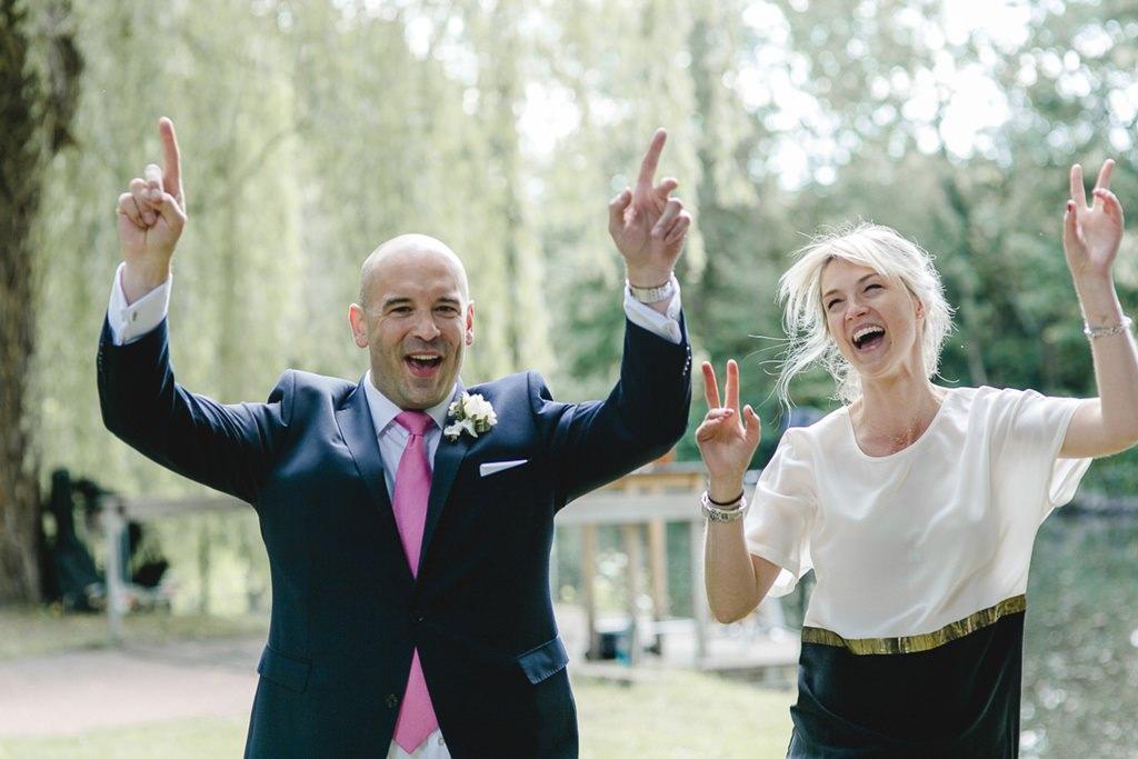 jubelnde Hochzeitsgäste