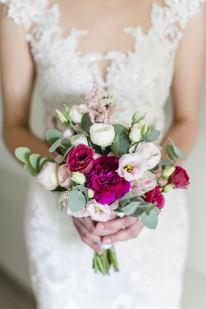 Brautstrauß mit Rosen und Eukalyptus