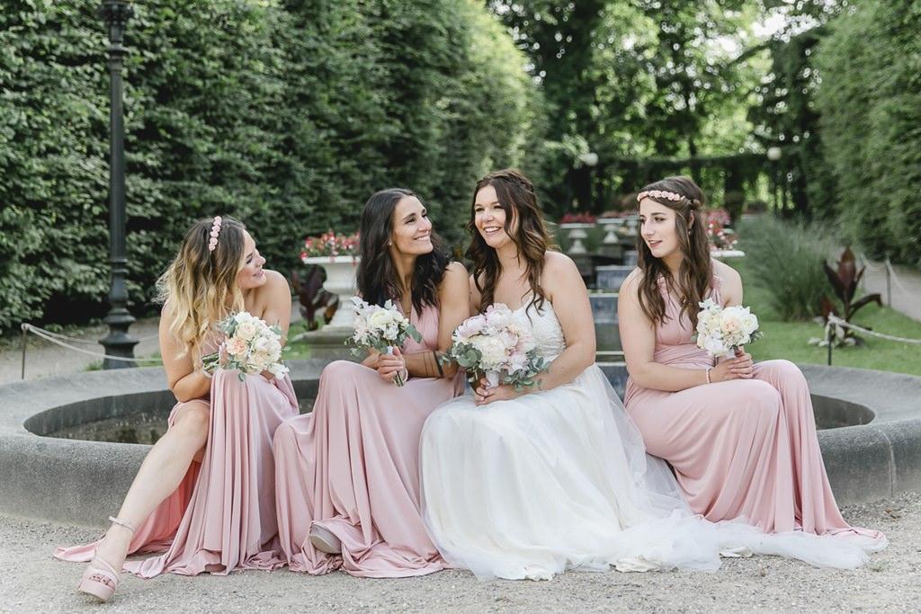 Hochzeitsfoto von der Braut mit ihren Brautjungfern