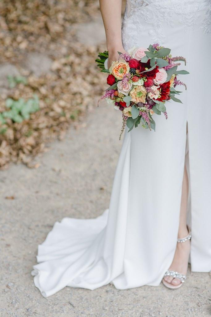Brautstrauß in Rot, Rosa und Blush
