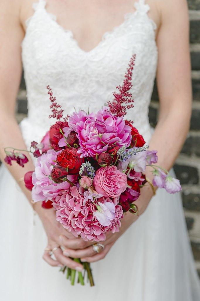 Brautstrauß in Rosa und Rot mit Hortensien und Pfingstrosen