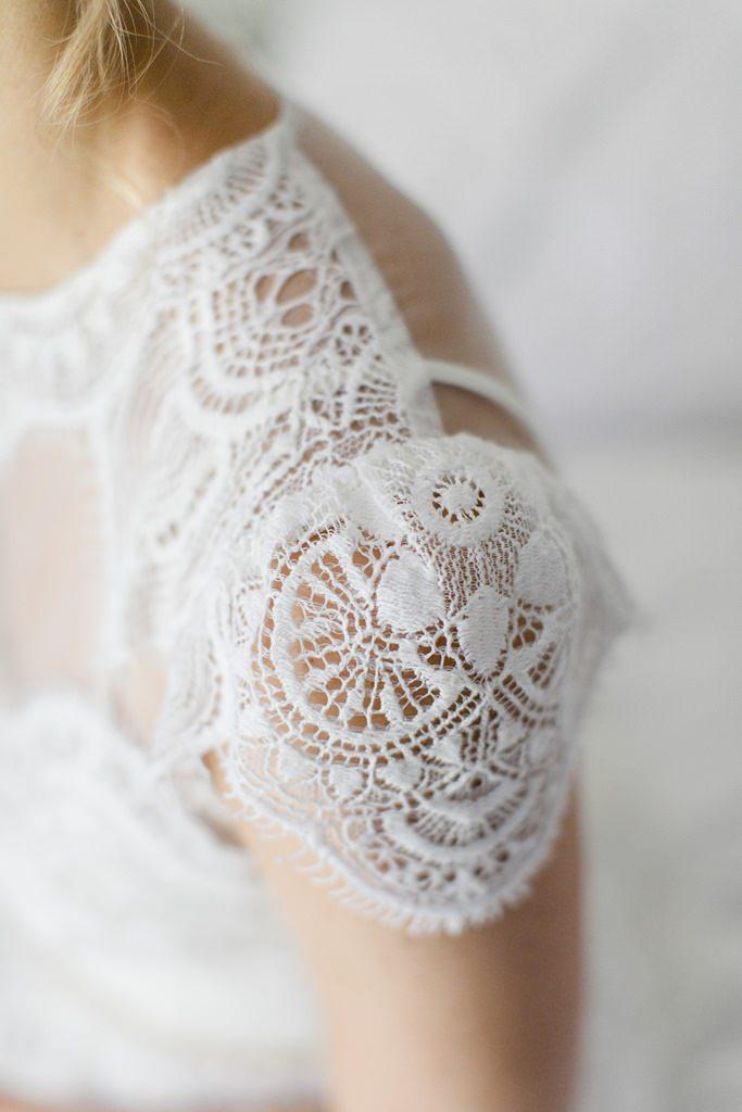 Brautkleid mit Spitze und kurzen Ärmeln