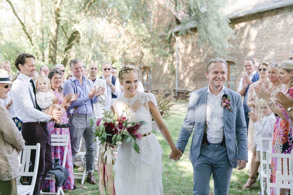 das Brautpaar vor seiner Freien Trauung auf Gut Hohenholz