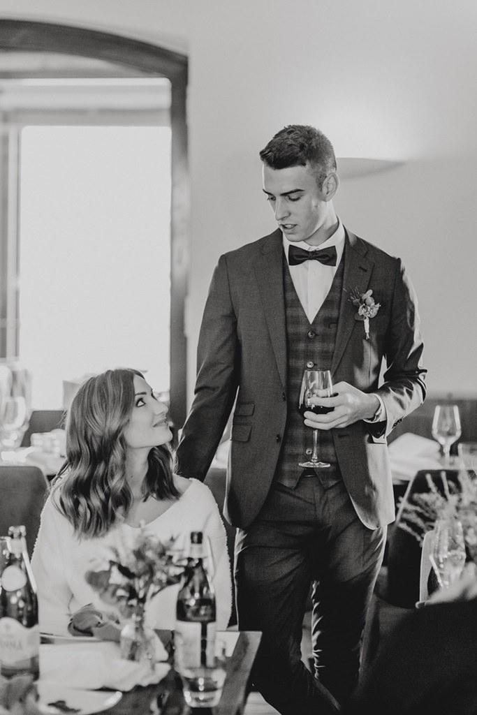 das Brautpaar bei seiner Feier nach der standesamtlichen Trauung