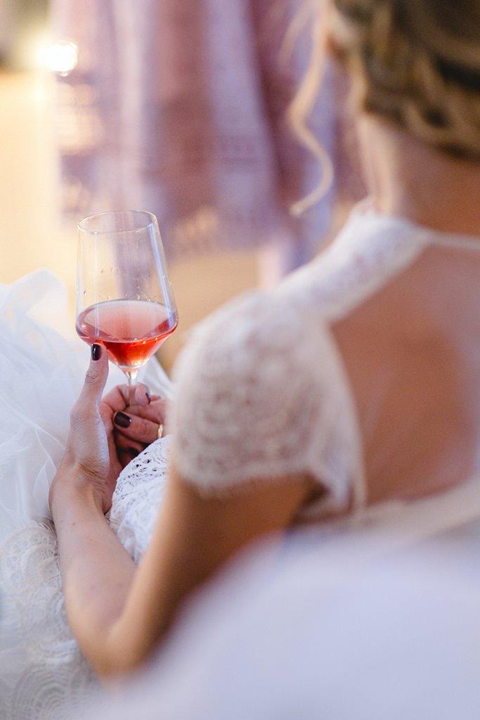 die Braut während der Hochzeitsfeier