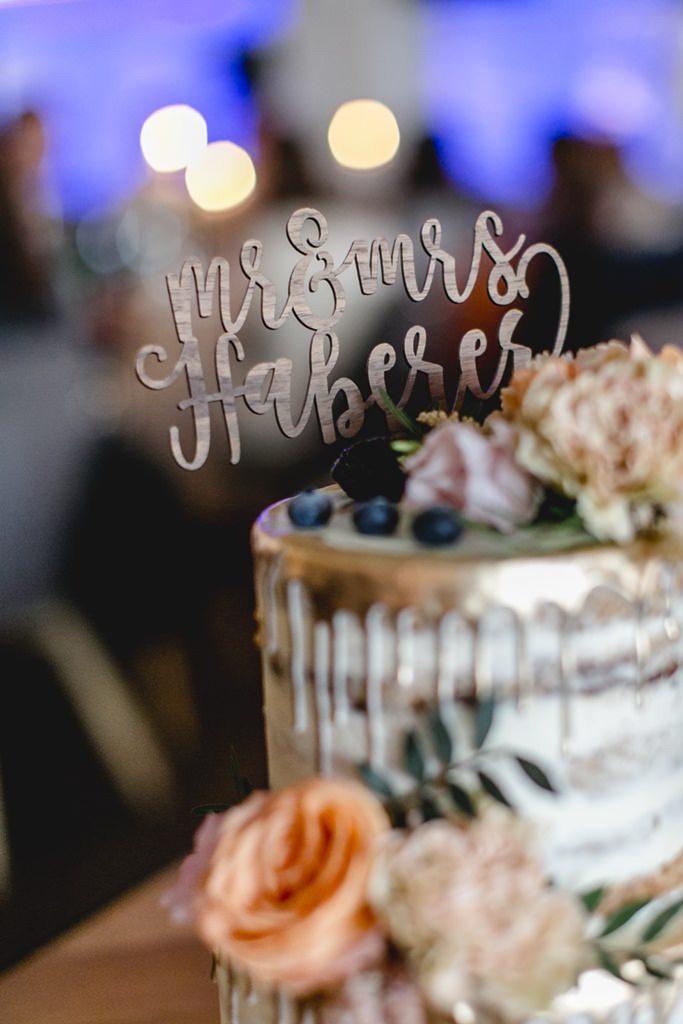 Hochzeitstorte mit personalisiertem Cake Topper