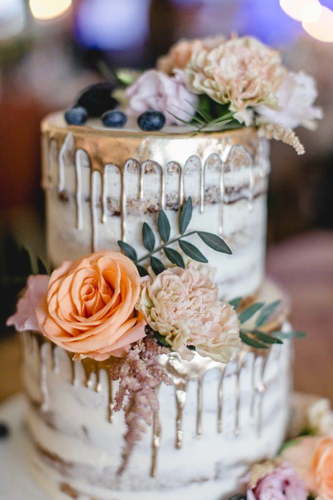 Semi Naked Cake Hochzeitstorte mit Gold Drip und Blumen