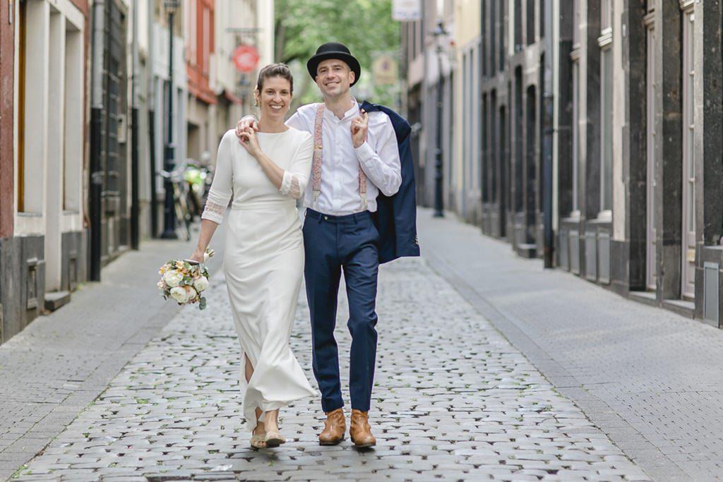 Hochzeitsfoto von Braut und Bräutigam beim Paarshooting in der Kölner Altstadt | Foto: Hanna Witte