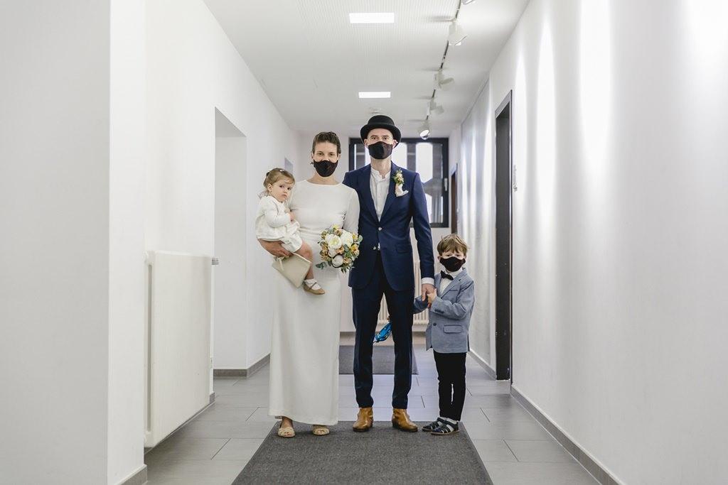 Hochzeitsfoto vom Brautpaar mit seinen Kindern auf dem Standesamt in Köln | Foto: Hanna Witte
