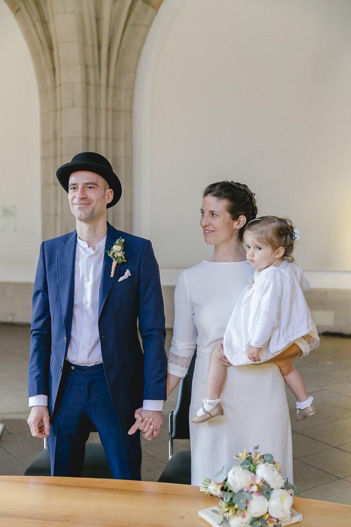 das Brautpaar bei der standesamtlichen Hochzeit im historischen Rathaus in Köln | Foto: Hanna Witte