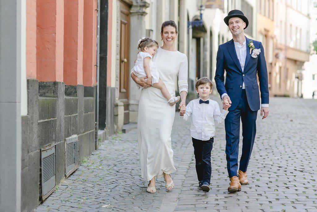 Familienfoto vom Brautpaar mit seinen 2 Kindern | Foto: Hanna Witte