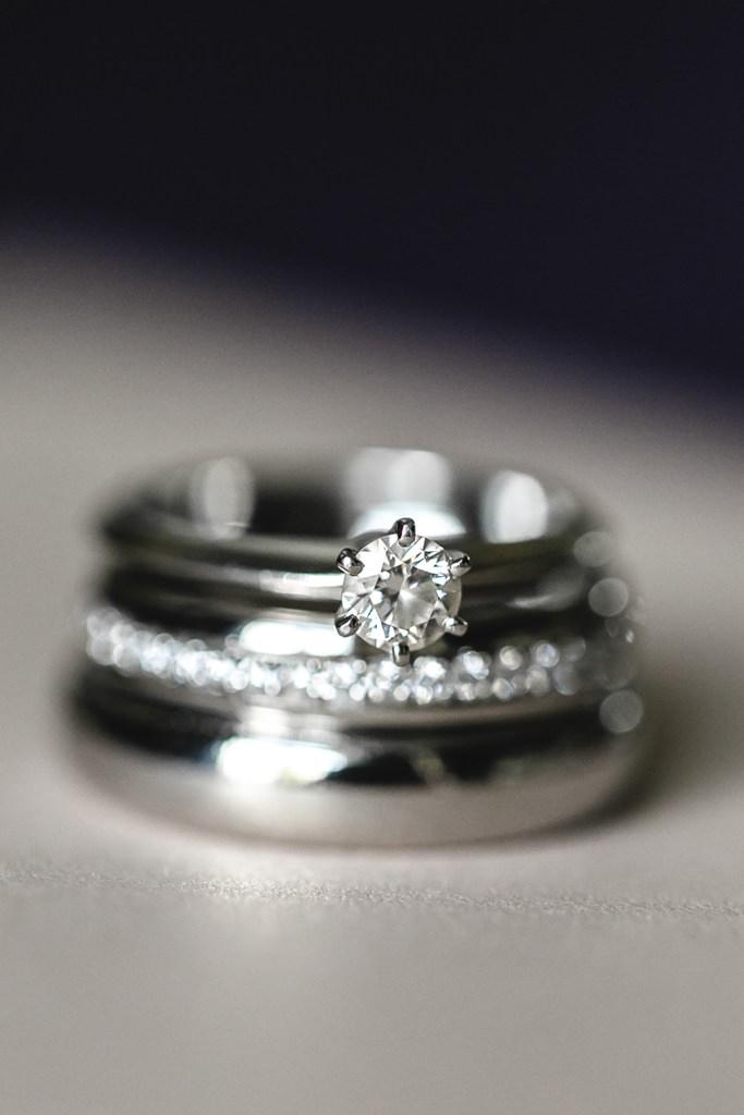 Hochzeitsfoto von den Trauringen und dem Verlobungsring   Foto: Hanna Witte