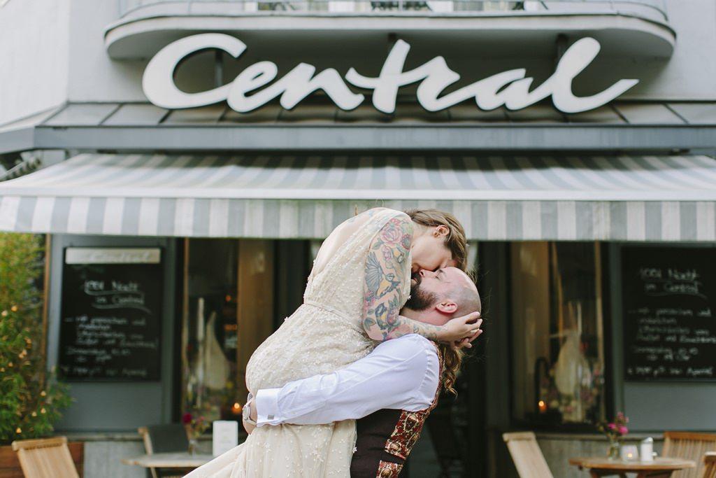 emotionales Paarfoto bei einem Fotoshooting in der Stadt | Foto: Hanna Witte