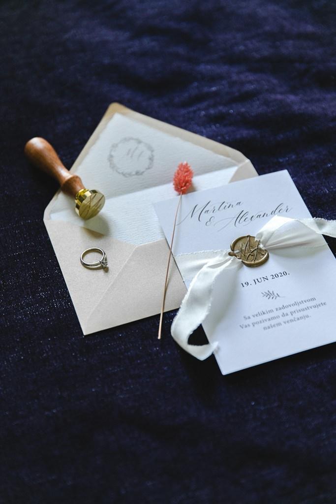 klassische Hochzeitseinladung mit Hochzeitssiegel | Foto: Hanna Witte