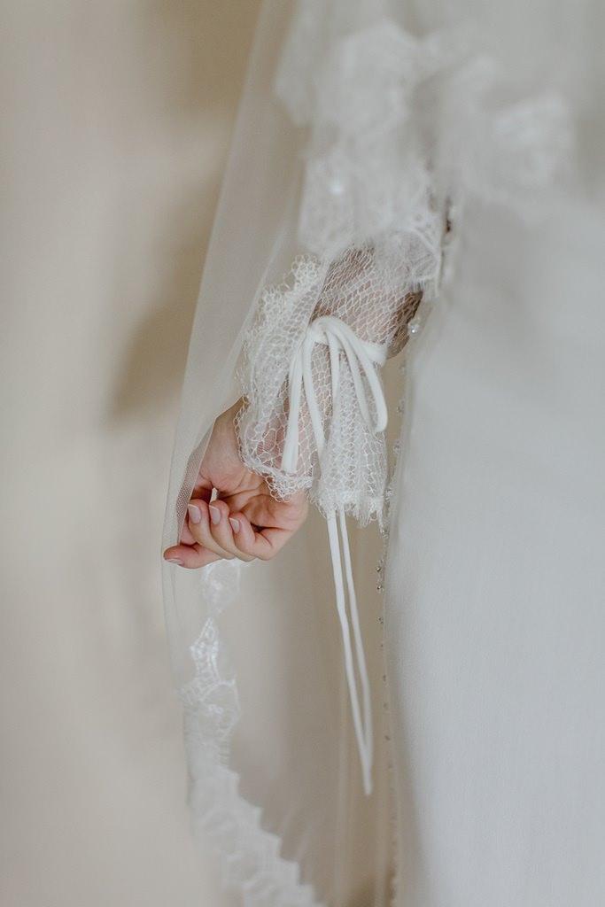langer Brautkleidärmel aus wundervoller Spitze | Foto: Hanna Witte