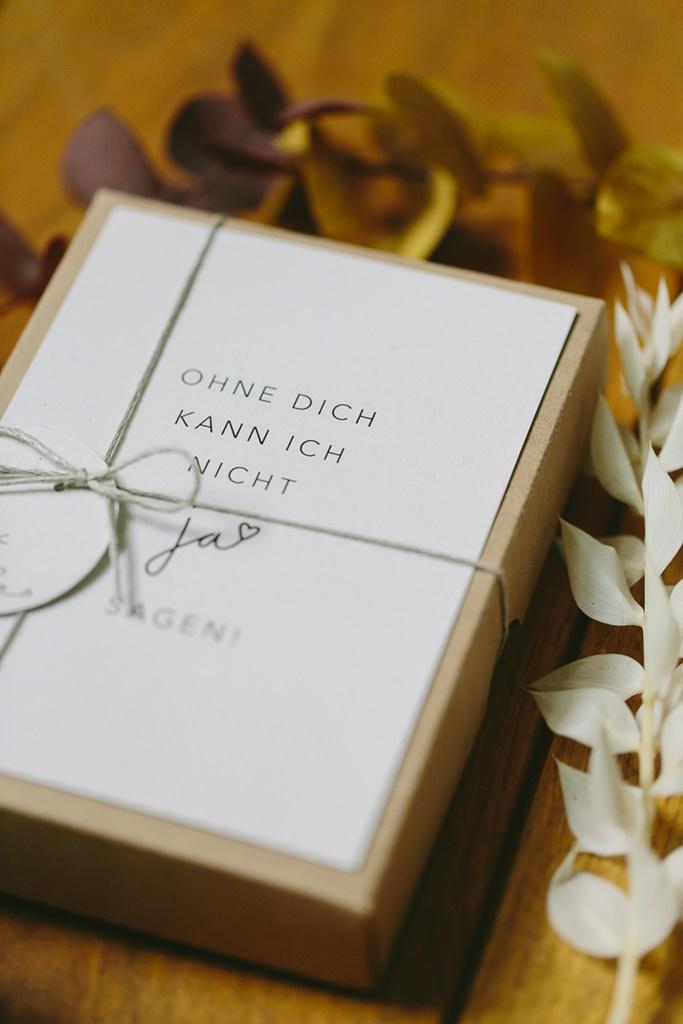 schlichte Hochzeitspapeterie mit schönem Spruch | Foto: Hanna Witte