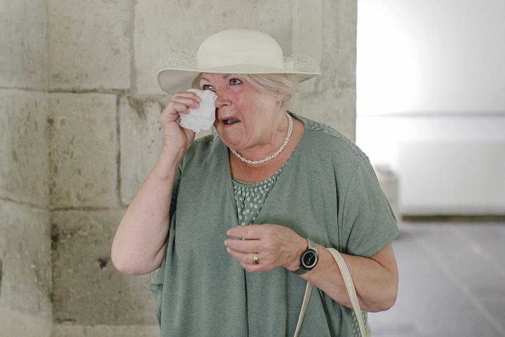 emotionales Hochzeitsmotiv von einem weinenden Gast | Foto: Hanna Witte