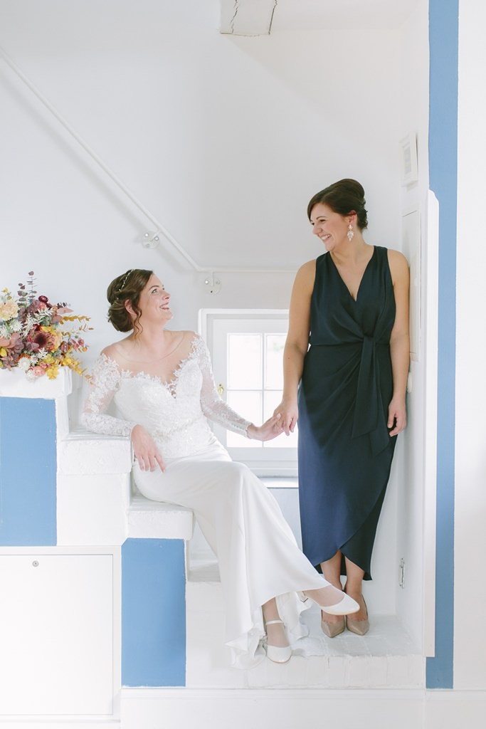Hochzeitsmotiv Braut und Trauzeugin | Foto: Hanna Witte