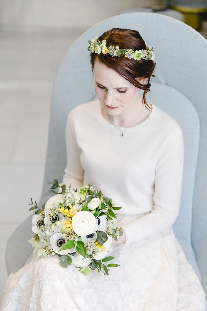 Hochzeitsportrait der Braut mit ihrem Brautstrauß | Foto: Hanna Witte