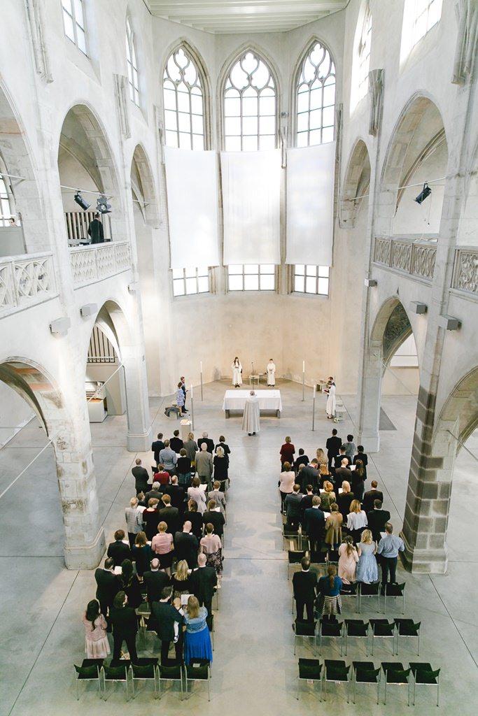 die Trauzeremonie und Hochzeitsgäste von oben fotografiert | Foto: Hanna Witte