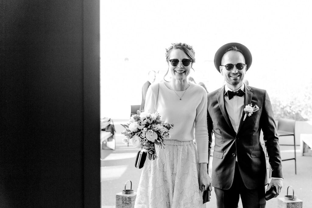 das Brautpaar kommt an der Hochzeitslocation an | Foto: Hanna Witte