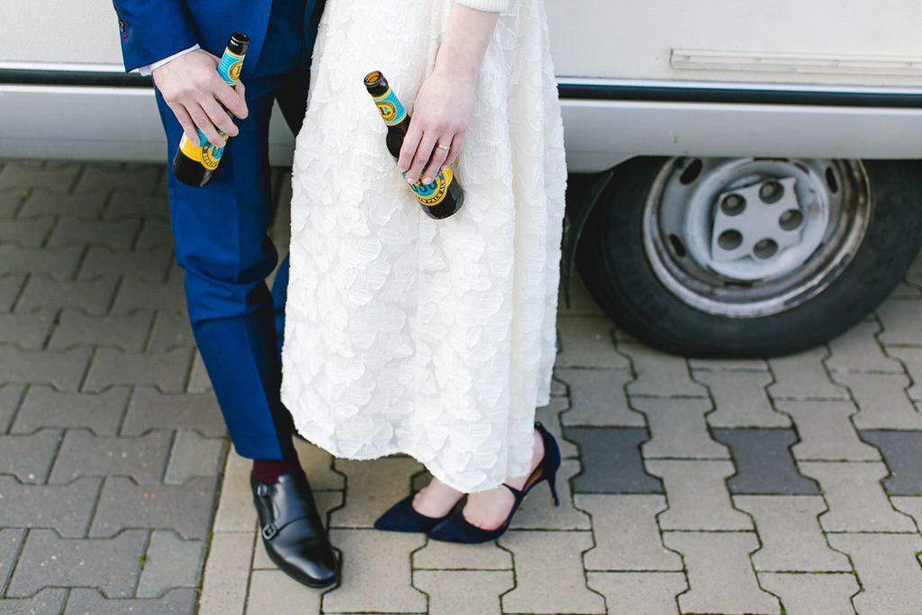 kreatives Paarfoto von den Schuhen des Brautpaares | Foto: Hanna Witte Hochzeitsreportagen