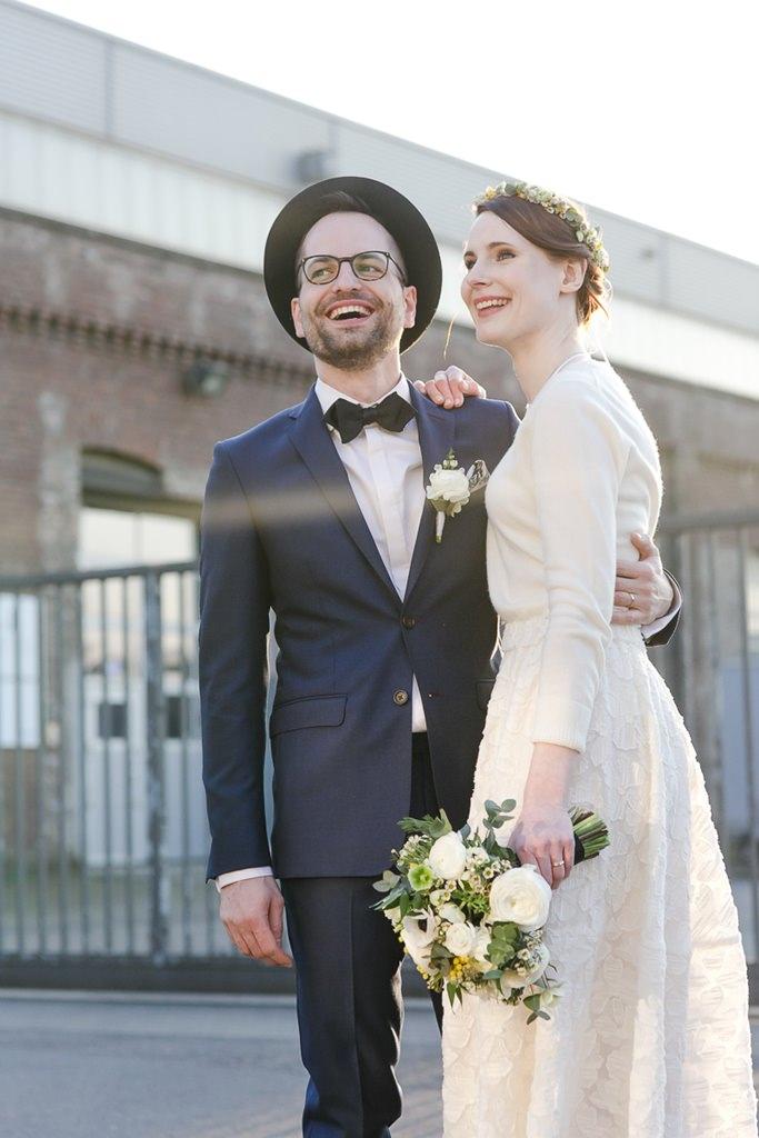 natürliches Paarfoto mit schönem Sonnenlicht | Foto: Hanna Witte Hochzeitsreportagen
