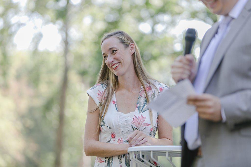 die Trauzeugen während der Freien Trauung | Hochzeitsfoto: Hanna Witte