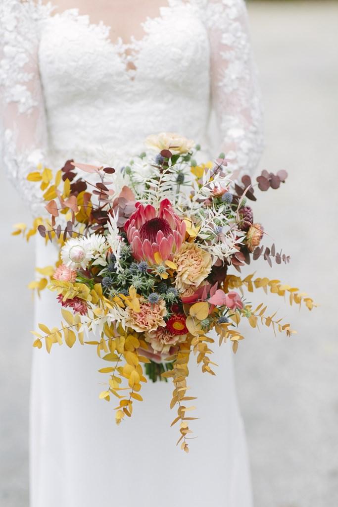 Herbst Brautstrauß in Gelb, Pink und Rot | Foto: Hanna Witte