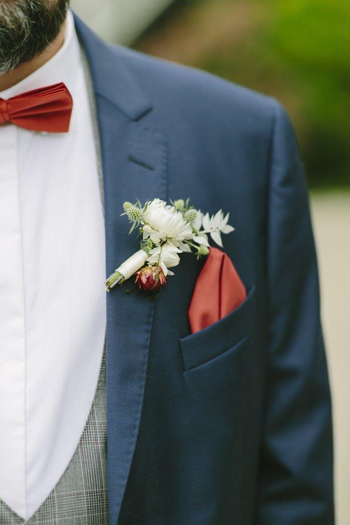 Bräutigamanstecker in Weiß, Grün und Orange | Foto: Hanna Witte