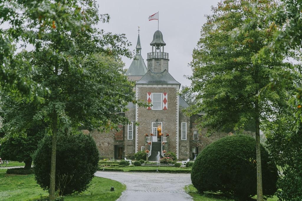 Aussenansicht der Hochzeitslocation Schloss Hertefeld in Weeze | Foto: Hanna Witte