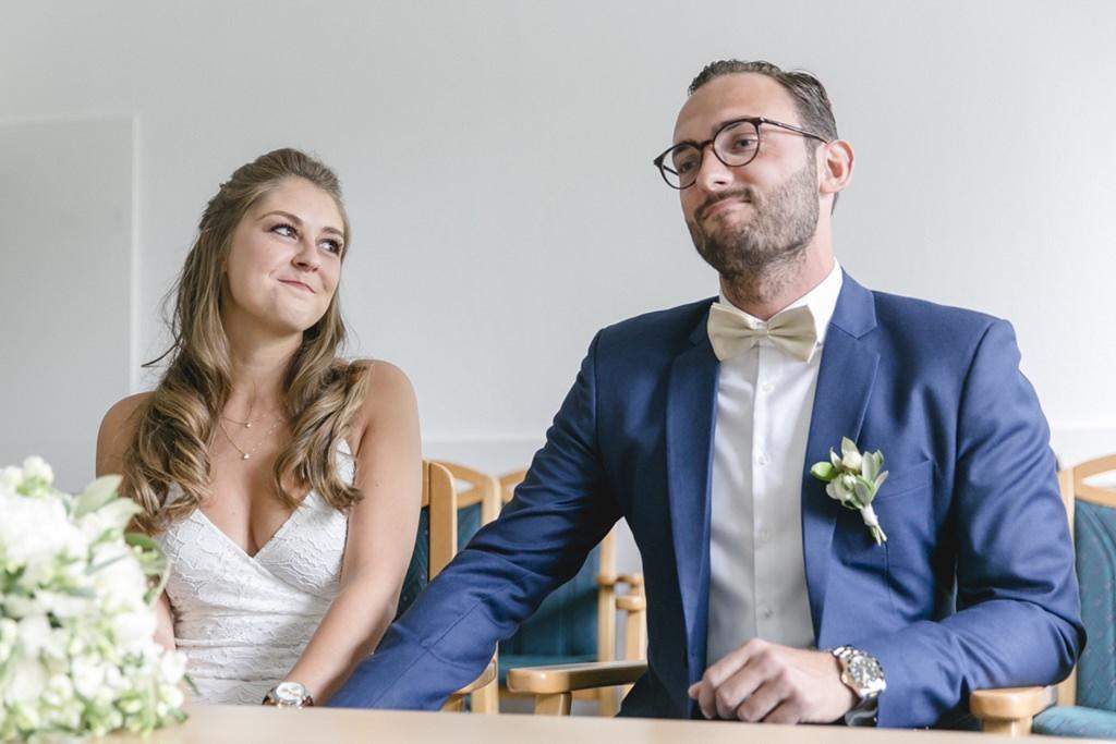 das Brautpaar während seiner Trauung im Standesamt Aachen Eilendorf   Foto: Hanna Witte