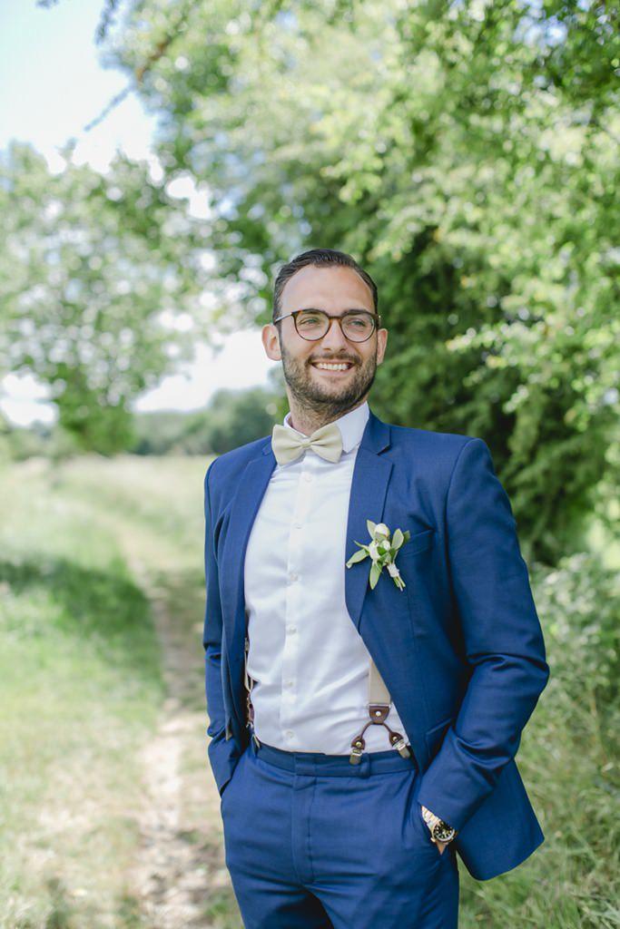 Hochzeitsfoto vom Bräutigam in einem blauen Maßanzug   Foto: Hanna Witte